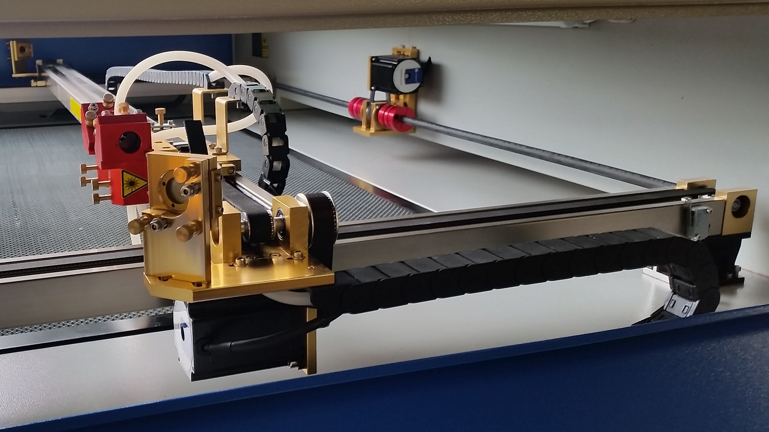 Low friction rail system